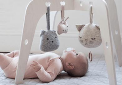 Babyudstyr i god kvalitet til lave priser hos Little Happy